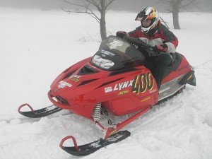 800px-Snowmobile_Lynx_Enduro_400